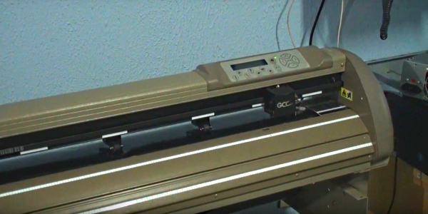 GCC Puma III SP-132S. Направляющие для рулонного материала